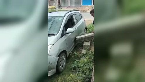 自己剐蹭自己的车,这是什么操作!