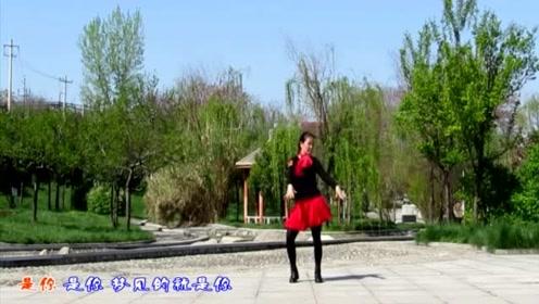 广场舞《甜蜜蜜》经典甜歌,50、60、70、80、90都喜欢