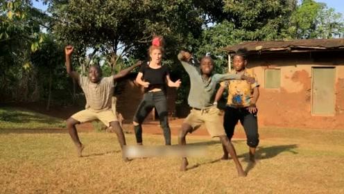 苦中作乐的非洲宝宝每个细胞都会跳舞,这些孩子是天生的舞蹈王者!