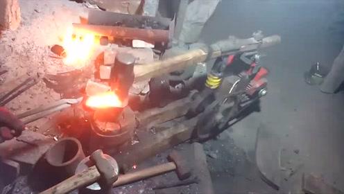 牛人自制电动打铁锤,打起铁来真的太方便了