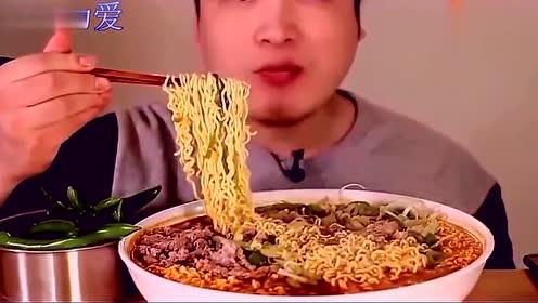 韩国大胃王现场吃播肥牛拉面,看着食欲大增