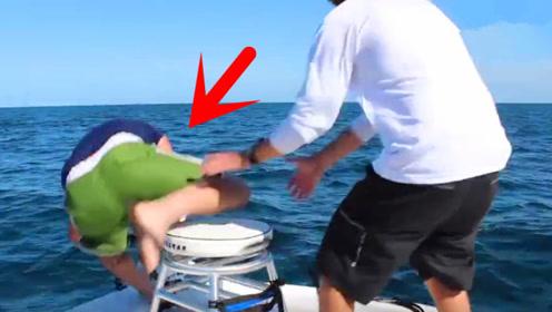 男子竟被鱼拉下了水里,大鱼上岸后,一切都值了!