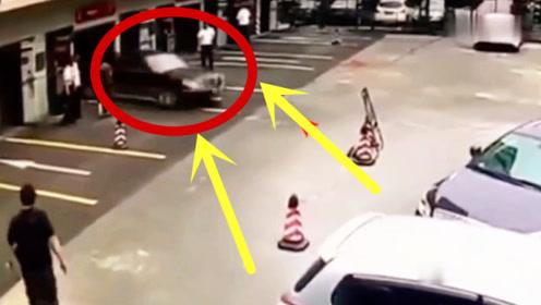 轿车突然失控,3秒后更可怕,不是监控录下谁会信!