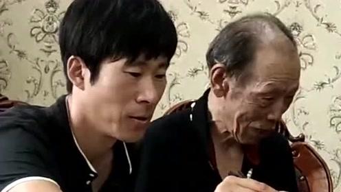 朋友为了表达对大爷的敬意不怕喷,亲自喂饺子给大爷吃,太感人了!