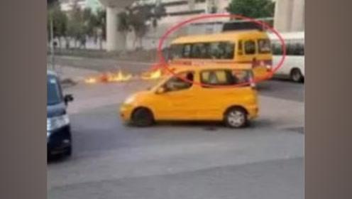 不可原谅!香港暴徒失去理智向孩子痛下狠手 朝校车投掷汽油弹