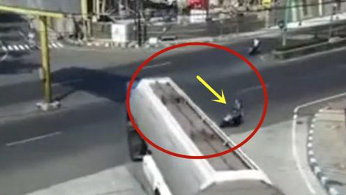 路口一定要减速慢行,来不及刹车的电动车!悲剧收场