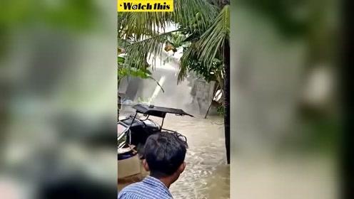 实拍菲律宾洪水房子直接被冲垮 女主人哭诉辛苦存钱盖得房子打水漂了