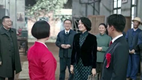 奔腾年代:常汉坤坐着动力机车,去和冯仕高举办浪漫婚礼