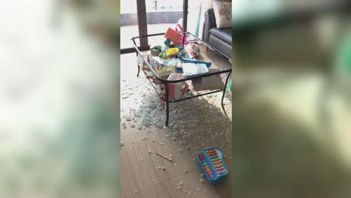惠州网友买宜家玻璃茶几放家中突然爆炸 客服:只能退货