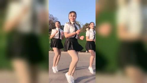 三个漂亮小姐姐教你跳广场舞,这身材真是性感迷人
