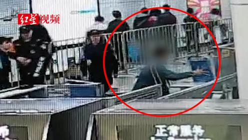 南昌:男子乘地铁暴力拒检破坏设备被依法拘留20日