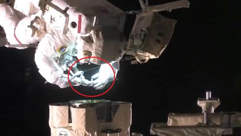 俄罗斯宇航员到底多彪悍?飞船漏气拿胶带贴上,转身回去接着睡觉