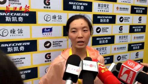 1小时26分!武汉女子马拉松冠军笑着喊话:求给我一个汉马名额