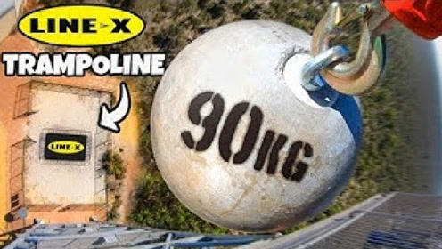 90kg的石头在45米高空扔下会怎样?老外大胆一试,场面瞬间失控