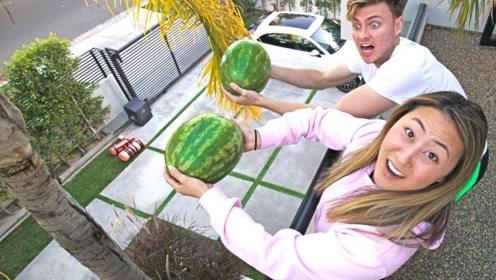 老外突发奇想,比赛扔西瓜,谁的不碎就能得10000美金!
