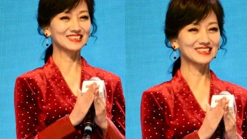 赵雅芝穿红裙身材苗条 气质好皮肤加白皙似少女 是吃了防腐剂吗?