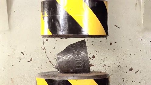 """液压机的威力有多大?用秤砣做实验,结果真是""""不堪一击"""""""