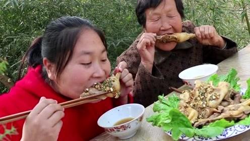 胖妹做土鸡一滴水都不加,奶奶看了半天还不出锅,嘴馋的流口水!