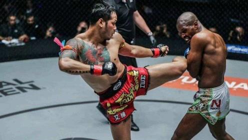 泰拳王雅桑克莱施展重拳铁腿,没想到竟与对手战平!