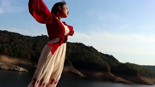 超惊艳连衣裙户外出游试穿,配上超燃的BGM,简直就是仙女下凡!
