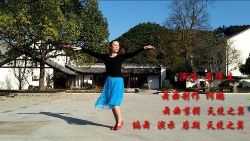 美女舞蹈老师教学声音清脆,舞步曼妙,还附赠一套学舞公式,收藏
