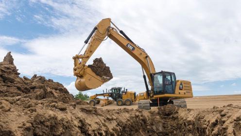 两台挖掘机配合施工,网友:这样子像极了爱情!