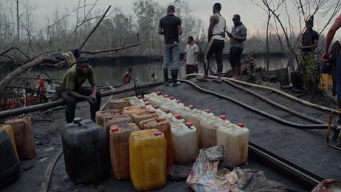 """世界上最疯狂的""""盗窃贼"""",偷走石油400多亿,卖油卖到手软"""