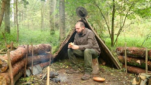 单人背包徒步丛林,搭建庇护所生篝火,石板上煎牛肉吃