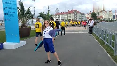 巨型指路手套,俄罗斯美女有点皮,世界杯工作人员太可爱了