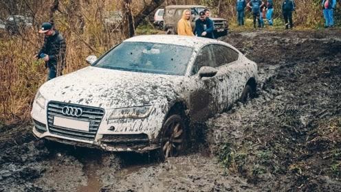 奥迪A7和丰田普拉多玩越野 遇到泥潭路后 司机才知道什么是大写的尴尬