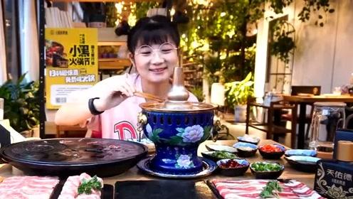 在西安狂吃肉,羊肉蘸着麻酱那叫一个香!
