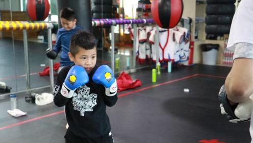 小小少年拳法超群,出腿如风!