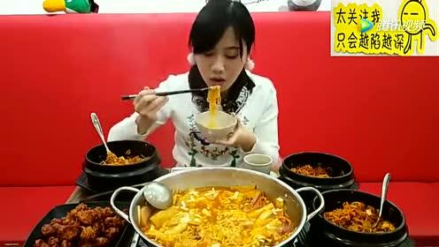 中国吃播:小姐姐吃韩国拌饭和部队火锅