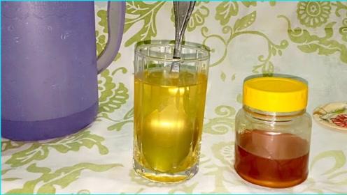 蜂蜜为什么不能用沸水冲泡?看完解释后,瞬间就明晰了