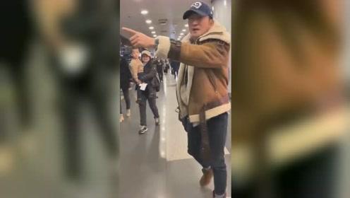 吴京机场发飙怒斥跟拍者 表情凶狠却获网友点赞