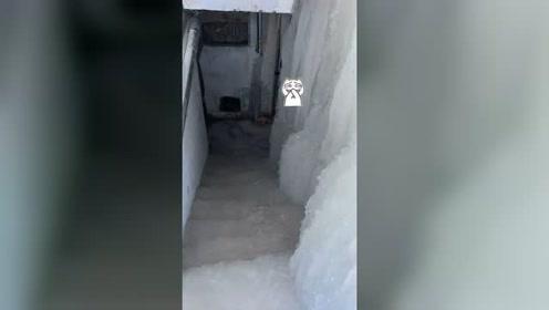 """内蒙古一楼房漏水 屋内秒变""""冰冻水帘洞"""""""