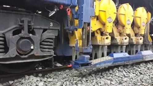 铁路上的石子怎么修整,一台大型机器全搞定