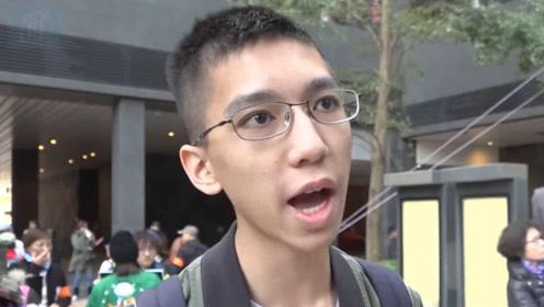 """现场!一香港中学生因支持港警被同学围殴 霸气喊话""""我不后悔"""""""