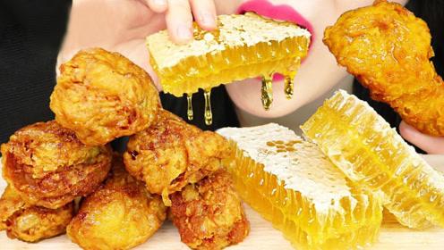 金黄色美食好吃又好看,蜜汁炸鸡配蜂巢蜜