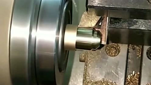 精密螺丝加工,误差需小于0.01毫米,这对技术员的技术要求很高!
