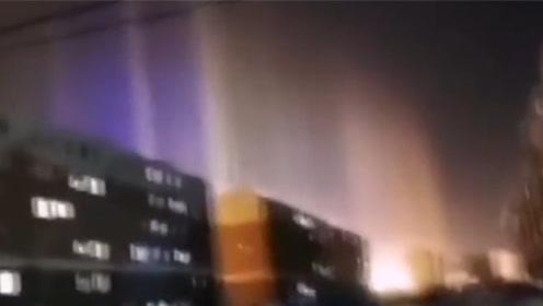 内蒙古根河出现五彩光柱 如梦如幻