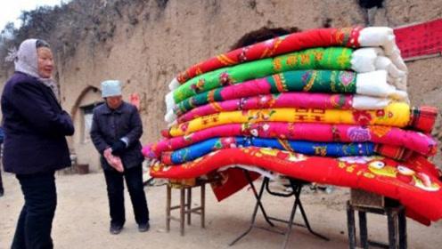 旧被子的棉花不需要重新翻新,这样简单整理,既暖和又省钱
