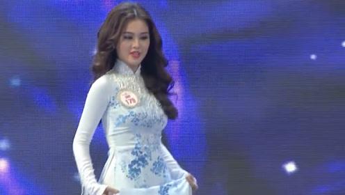 气质模特独登台,一身淡雅绣纹旗袍,尽显女性魅力!