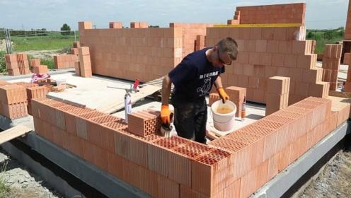 实拍德国工人修建房子,这样的装修手法你见过吗?彻底被震撼了