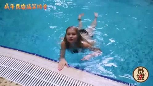 出水芙蓉!俄罗斯网红水中测评化妆品,出水的那一刻太美了