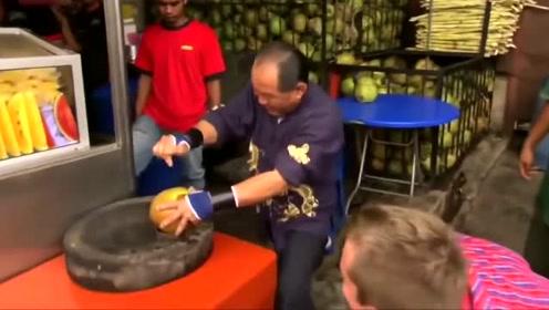 这手指比钢筋还硬,轻松戳开一个大椰子,不可思议的功力