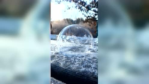 当肥皂泡遇到冷天气,变化太美啦