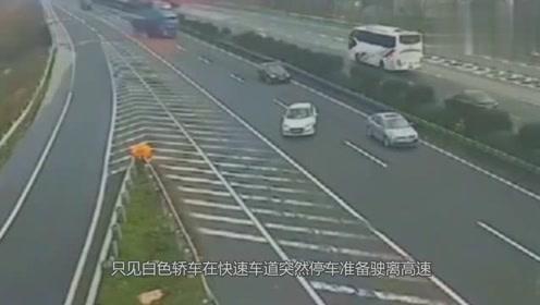 两辆大货车为了救下他,做出惊人举动,其行为令人不值