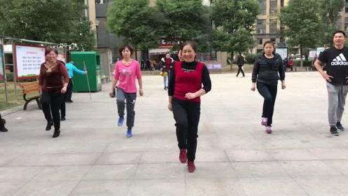 超火鬼步舞《奔跑》成品舞,动作简单,每天坚持3分钟,有效减肥