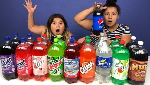 各种颜色的汽水,姐妹俩用来制作史莱姆,成品感觉有点甜!